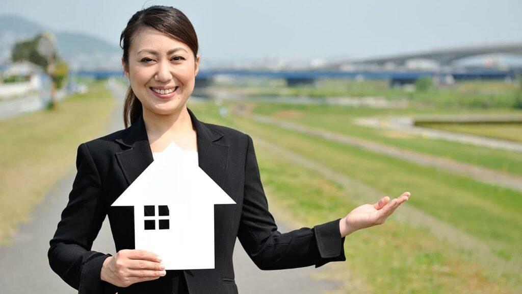 家を建てる予定のハウスメーカーや工務店に依頼