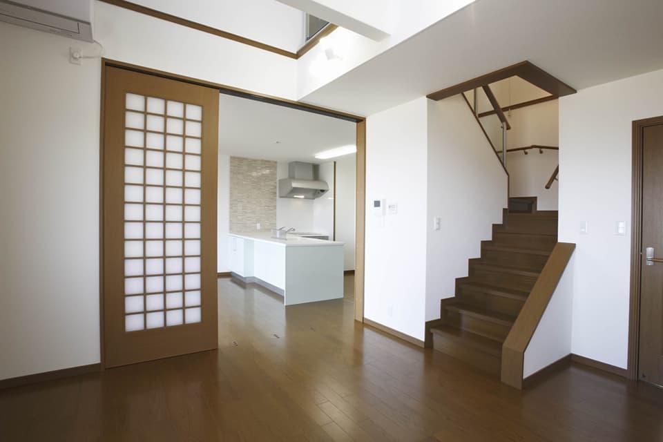 階段で行き来できる二世帯住宅